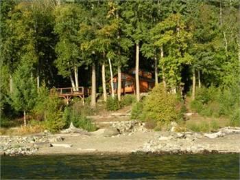 Kootenai Hideaway Lakefront Cabin